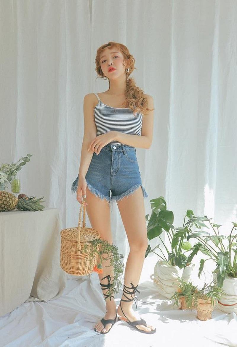 Áo hai dây quần short jean